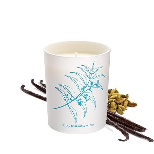Bougie rituel de bengalore avec les ingrédients correspondant à son odeur